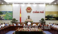 越南政府4月工作例会:政府巩固企业信心