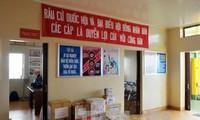 越南国会副主席杜伯巳视察长沙岛县选举工作