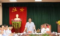 越南政府副总理王庭惠视察宣光省