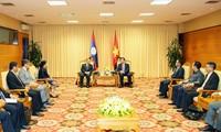 王庭惠会见老挝副总理兼财政部长宋迪•隆迪