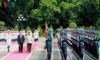 越南国家主席陈大光同菲律宾总统杜特尔特举行会谈