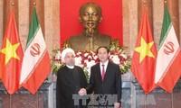 越南国家主席陈大光同伊朗总统鲁哈尼举行会谈