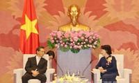 越南国会主席阮氏金银会见日本驻越大使深田