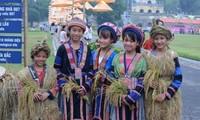 少数民族子女在维护与弘扬越南文化中发挥重要的作用