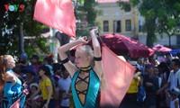 Sôi động lễ hội Carnival tại phố đi bộ Hồ Gươm