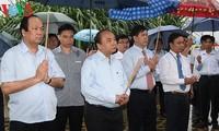 Nguyen Xuan Phuc rend hommage aux soldats du régiment 52 Tay Tien