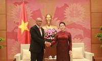 Nguyen Thi Kim Ngan reçoit l'ambassadeur cubain