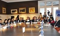 Vuong Dinh Hue visite des établissements économiques en Belgique