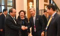 Nguyen Xuan Phuc rencontre des investisseurs d'Asie-Pacifique