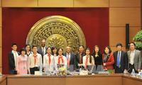 Tong Thi Phong reçoit le représentant de l'UNICEF au Vietnam