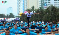 La Journée internationale du yoga fêtée au Vietnam