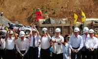 Vize-Premierminister Hoang Trung Hai bei Umlegung des Da Flusses.
