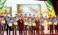 """Rund 300 Jugendliche auf dem Land erhalten Preis """"Luong Dinh Cua"""""""