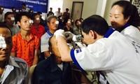 Kostenlose Augenoperationen für arme laotische Patienten
