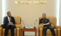Nguyen Chi Vinh trifft den Vize-Assistant des US-Verteidigungsministers