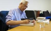 Astrophysiker Trinh Xuan Thuan vermittelt jungen Vietnamesen seinen Enthusiasmus