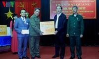 Staatspräsident Tran Dai Quang besucht Pflegezentrum für Kriegsinvaliden Nho Quan