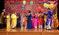 Auslandsvietnamesen feiern das Neujahrsfest Tet