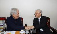 Nguyen Phu Trong besucht den ehemaligen KPV-Generalsekretär Do Muoi