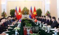 Austausch von Glückwünschen zwischen Spitzenpolitikern Vietnams und Kambodschas