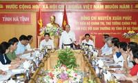 Premierminister Nguyen Xuan Phuc tagt mit Leitern der Provinz Ha Tinh