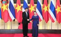 Nguyen Thi Kim Ngan führt Gespräche mit Pornpetch Wichitcholchai