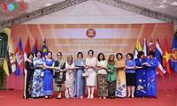 ASEAN Golden Festival  anläßlich des 50. Gründungstags der ASEAN