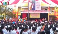 Schüler und Studenten Vietnams nehmen an Feier zum Schuljahresbeginn teil
