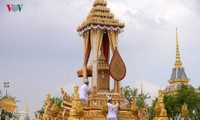 Dang Thi Ngoc Thinh nimmt an Einäscherung von Thailands König Bhumibol teil