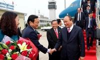 Nguyen Xuan Phuc nimmt an Sitzung der vietnamesisch-laotischen Regierungskommission teil