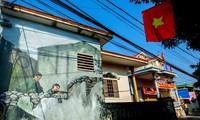 Dorf Canh Duong mit Fresken im Frühling