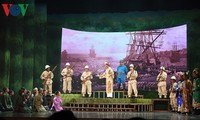 "Künstler aus dem ganzen Land engagieren sich für das Cai Luong-Theaterstück ""Lehrer Ba Doi"""