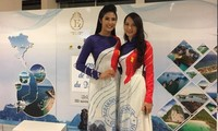 Eine Vietnamesische Studierende in Frankreich und Briefmarken über Insel Vietnams