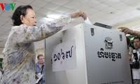 Pemilih Kamboja memberikan suara untuk memilih Parlemen angkatan ke-5