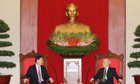 Sekjen KS PKV, Nguyen Phu Trong menerima Ketua Komite Tetap KRN Tiongkok, Zhang Dejiang