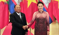 Ketua MN Vietnam, Nguyen Thi Kim Ngan melakukan pembicaraan dengan Ketua Parlemen Kamboja, Samdech Heng Samrin