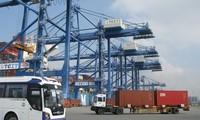 Mengembangkan jasa logistik di Vietnam