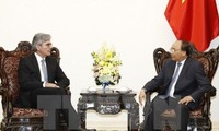 Prime Minister Nguyen Xuan Phuc welcomes Siemens CEO