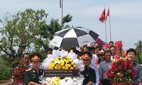 Lễ dâng hương tại khu lưu niệm Chủ tịch Hồ Chí Minh tại khu di tích Xiêng Vang