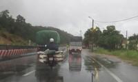 Tâm bão số 1 tiến sát bờ biển Quảng Ninh-Thái Bình