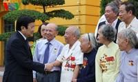Chủ tịch nước Trương Tấn Sang gặp mặt chiến sĩ cách mạng bị tù đày