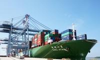 Tàu lớn nhất thế giới cập cảng quốc tế Cái Mép