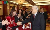 Tổng bí thư BCHTW Đảng CSVN Nguyễn Phú Trọng  tiếp đoàn kiều bào tiêu biểu