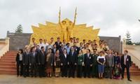 Việt Nam và Lào cam kết tăng cường quan hệ đặc biệt