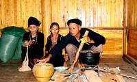 Bếp lửa trong đời sống người Khơ Mú