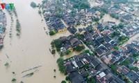 5 đợt mưa lũ liên tiếp trong hơn 1 tháng gây thiệt hại nặng nề cho người dân các tỉnh miền Trung