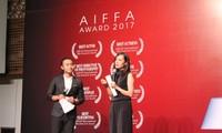 Giới nghệ sĩ mừng thành công với đoàn làm phim Đảo của dân ngụ cư
