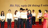 Hà Nội tuyên dương hơn 1000 học sinh giỏi tiểu biểu năm học 2016-2017