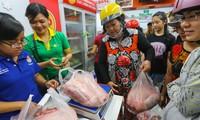 Tổ chức bán thịt lợn hỗ trợ người chăn nuôi tại Hà Nội