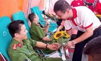 Thêm nhiều người hiến máu hưởng ứng Hành trình Đỏ 2017